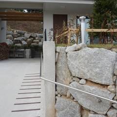 FARM HOUSE - 후정과 농원의 집: HOMEPOINT.의  정원,모던