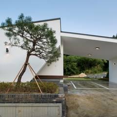 곤지암 단독주택-'품': (주)건축사사무소 더함 / ThEPLus Architects의  단층집