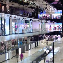 Proyectos de Construcción Comercial: Centros comerciales de estilo  de GRUPO FHV