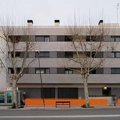 Viviendas de Obra Nueva en Reus (Tarragona): Casas multifamiliares de estilo  de ZFA Arquitectura