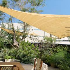 Balcony: (有)ハートランドが手掛けたテラス・ベランダです。,北欧 木 木目調