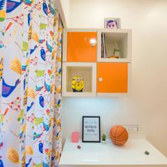 Recámaras pequeñas de estilo  por The 7th Corner - Interior Designer