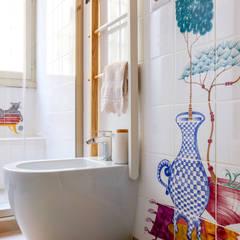 Casa A: Bagno in stile  di Architetto Fulvia Pazzini