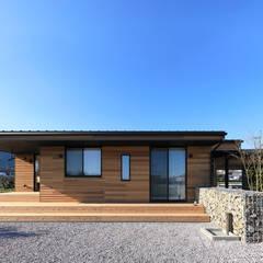 Casas de estilo  por ㈱ライフ建築設計事務所