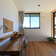 清武町の家~素材感を愉しむ家~: ㈱ライフ建築設計事務所が手掛けた子供部屋です。,