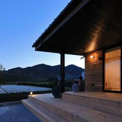 清武町の家~素材感を愉しむ家~ の ㈱ライフ建築設計事務所 オリジナル 木 木目調