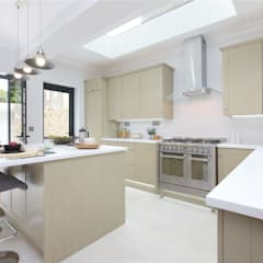 Kitchen extension Richmond:  Kitchen units by Design and Build London Renovation, Modern Solid Wood Multicolored