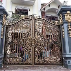 Puertas de entrada de estilo  por CÔNG TY CỔ PHẦN SẢN XUẤT HOÀNG GIA HÀ NỘI