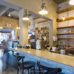 Bakken Café Bar Espaços gastronômicos industriais por Estúdio Kza Arquitetura e Interiores Industrial