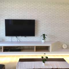 客廳/最能表現個性的空間:  客廳 by 圓方空間設計