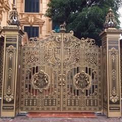 Puertas corredizas de estilo  por CÔNG TY CỔ PHẦN SẢN XUẤT HOÀNG GIA HÀ NỘI