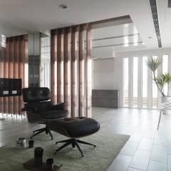 K HOUSE:  視聽室 by 形構設計 Morpho-Design,