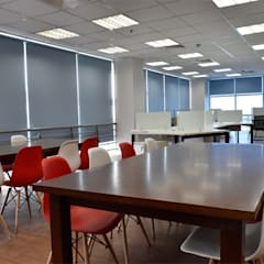 VĂN PHÒNG & SHOWROOM NHÀ MÁY UNIVERSAL ROBINA CORPORATION (URC):  Tòa nhà văn phòng by VAN NAM FURNITURE & INTERIOR DECORATION CO., LTD.