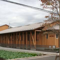de (有)クエストワークス一級建築士事務所 Asiático Madera Acabado en madera