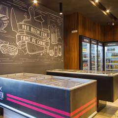 Bovem Casa de Carnes : Lojas e imóveis comerciais  por Estúdio Kza Arquitetura e Interiores