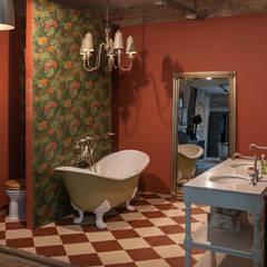 Badezimmer im Nostalgie Stil:  Badezimmer von Traditional Bathrooms GmbH