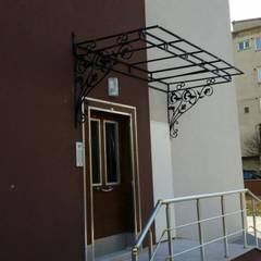 Front doors توسطFerforje Sundurma, راستیک (روستایی) فلز