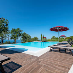 Infinity pool by Quintarelli Pietre e Marmi Srl, Mediterranean Stone