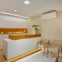 Modern clinics by Esmera Design Modern