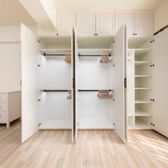 Projekty,  Garderoba zaprojektowane przez 元作空間設計