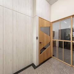 Puertas de estilo  por 元作空間設計, Escandinavo