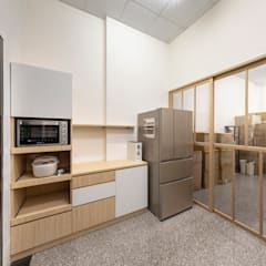 Projekty,  Małe kuchnie zaprojektowane przez 元作空間設計, Skandynawski