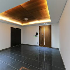 Inside doors by 더존하우징