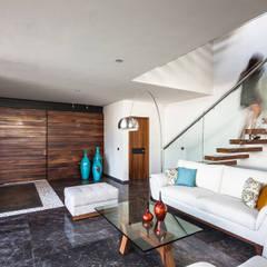 225 House: Salas de estilo  por 21arquitectos