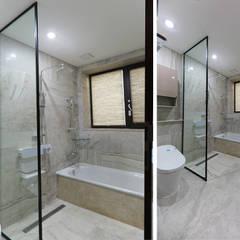 넓은 테라스가 있는 철근콘크리트 주택 (경기도 용인시): 더존하우징의  욕실