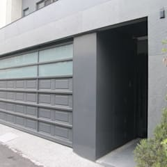 Garage Doors by 勻境設計 Unispace Designs