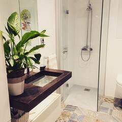 baño: Baños de estilo  de NAROAN