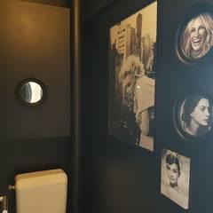 Toilettes colocation orléanaise: Salle de bains de style  par Alex B décorons ensemble