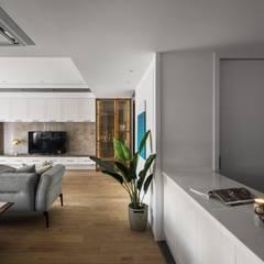 序.境:  客廳 by 築川設計