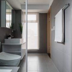 Bathroom by 築川設計