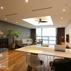 강남구 도곡동 대림아크로빌 54평 아파트 인테리어: 더집디자인 (THEJIB DESIGN)의  거실,모던