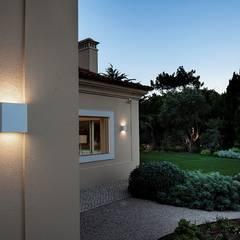 MORADIA CASCAIS: Jardins  por LIGHT DESIGN PORTUGAL,Moderno
