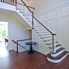 Custom Colonial Home, Scarsdale, NY by DeMotte Architects:  Corridor & hallway by DeMotte Architects, P.C.