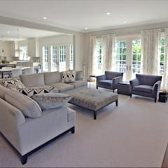 Custom Colonial Home, Scarsdale, NY by DeMotte Architects:  Living room by DeMotte Architects, P.C.