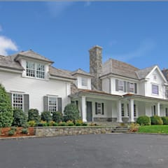 Colonial Spec House, Greenwich, CT by DeMotte Architects:  Houses by DeMotte Architects, P.C.