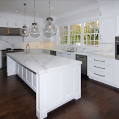 Colonial Spec House, Greenwich, CT by DeMotte Architects:  Kitchen by DeMotte Architects, P.C.