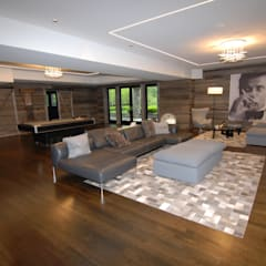 Custom Colonial, Greenwich, CT by DeMotte Architects:  Living room by DeMotte Architects, P.C.
