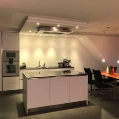 置入式廚房 by Raumkultur & Design