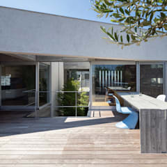清水の家 / House in Shimizu: 庄司寛建築設計事務所 / HIROSHI SHOJI  ARCHITECT&ASSOCIATESが手掛けたテラス・ベランダです。