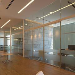 Distribución: Oficinas y tiendas de estilo  por Laboratorio Mexicano de Arquitectura
