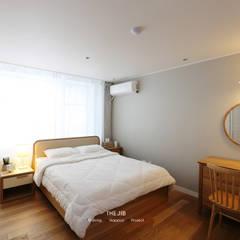 송파구 장지동 파인타운 33평 아파트 인테리어: 더집디자인 (THEJIB DESIGN)의  침실