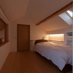 うとうのいえ: 株式会社 自由工房が手掛けた寝室です。