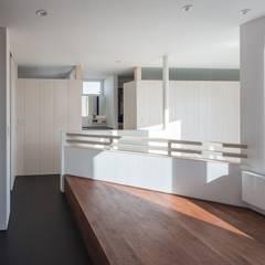 Unison: 富谷洋介建築設計が手掛けたサンルームです。