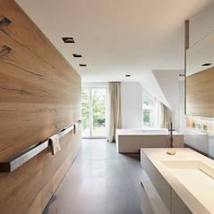Badezimmer der Extraklasse:  Badezimmer von Schreinerei Fischbach GmbH & Co. KG