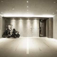 Garajes y galpones de estilo  por 勻境設計 Unispace Designs, Moderno