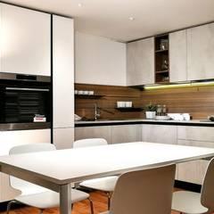 Cucina Moderna: Cucina attrezzata in stile  di Formarredo Due design 1967